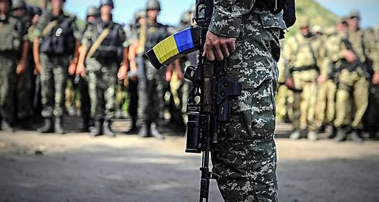 42-летний харьковчанин организовали в городе перевалочную базу для сбыта оружия и боеприпасов, Которые поступали к нему из зоны АТО