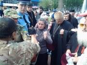 Священник против бандеровцев на 9 мая (Видео)