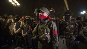 «Активисты» экстремистской группировки «Правый сектор»* днем в четверг ворвались в здание Министерства информполитики Украины, заблокировав его работу.