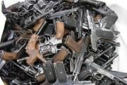 Полицейские Северной Осетии изъяли у торговцев оружия золотой пистолет «MAUSER»