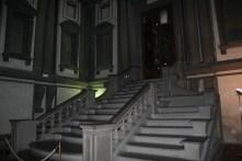 Le vestibule et son escalier monumental donnant accès à la salle de lecture
