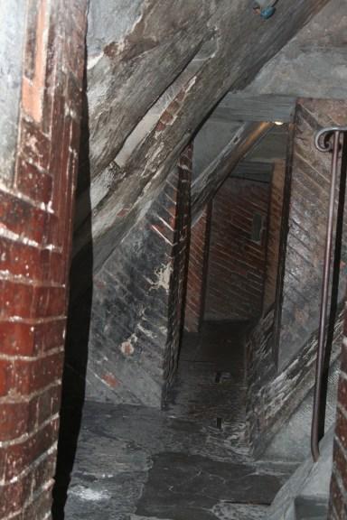 Et on grimpe vers la coupole entre des murs étroits, 460 marches !