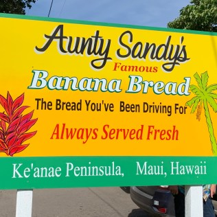 aunty sandy's banana bread stand road to hana in reverse