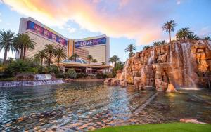 The Mirage Hotel and Casino front
