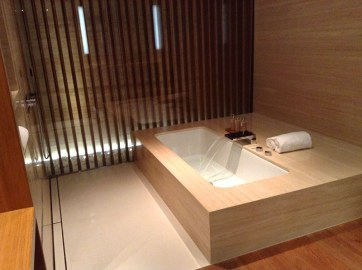 Private suite at Cathay Pacific first class lounge, Hong Kong, via youmademelikeyou.com