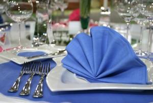 Оформление салфеток на свадебном столе