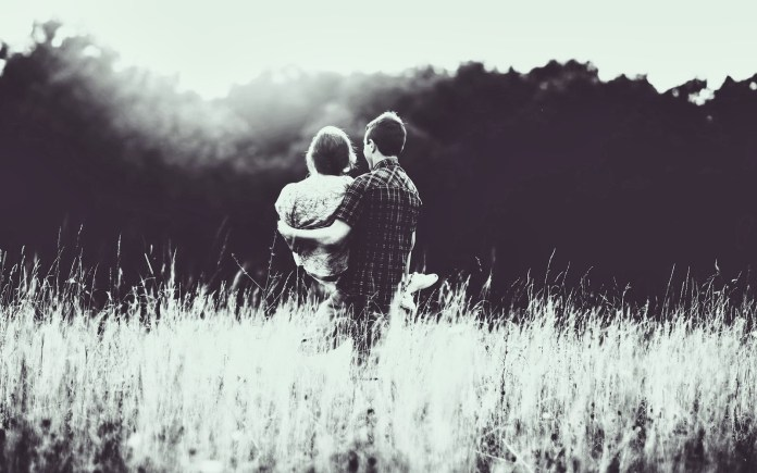 Love-Couple-Holding-Hand-HD-Wallpaper