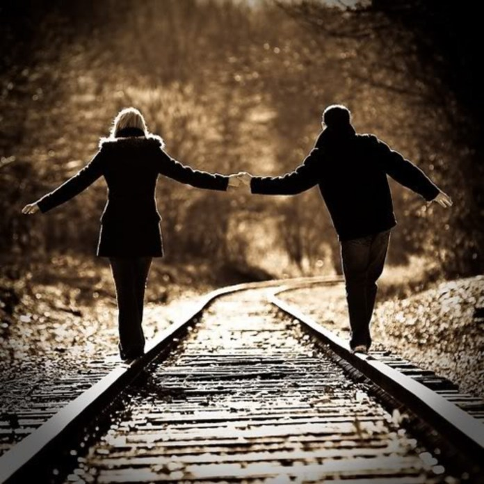 Love Couple Holding Hands Wallpaper