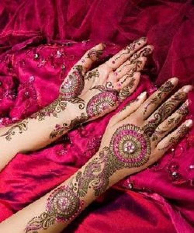 colored karva chaouth mehndi