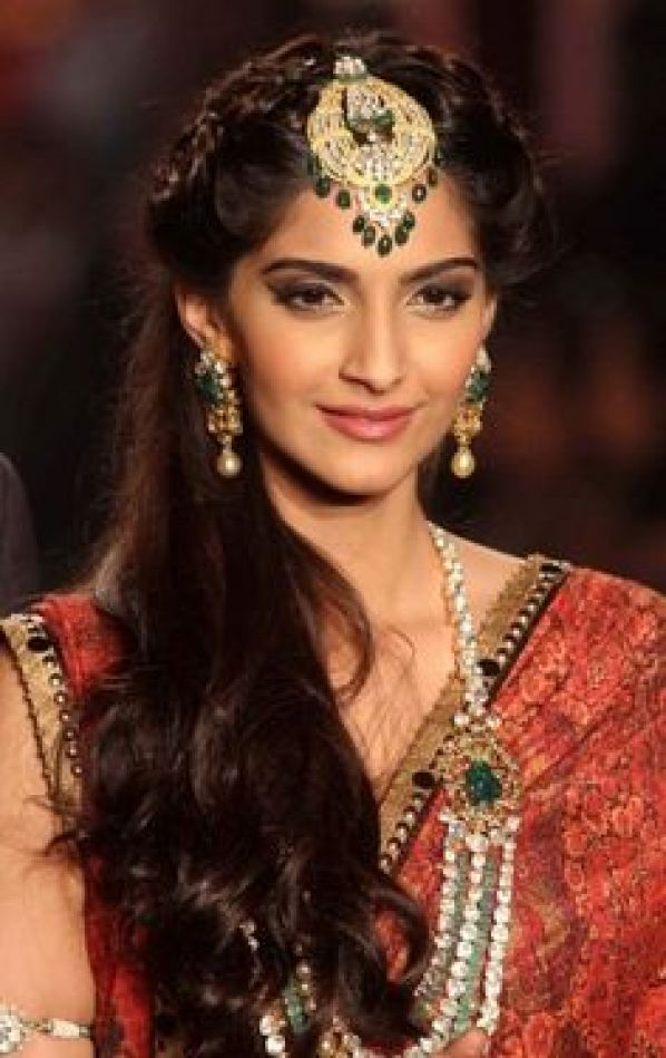 Brilliant Top 30 Most Beautiful Indian Wedding Bridal Hairstyles For Every Short Hairstyles Gunalazisus