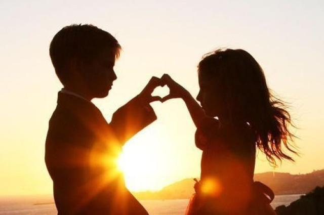 Evening_Romantic_Child_Love_Couple images