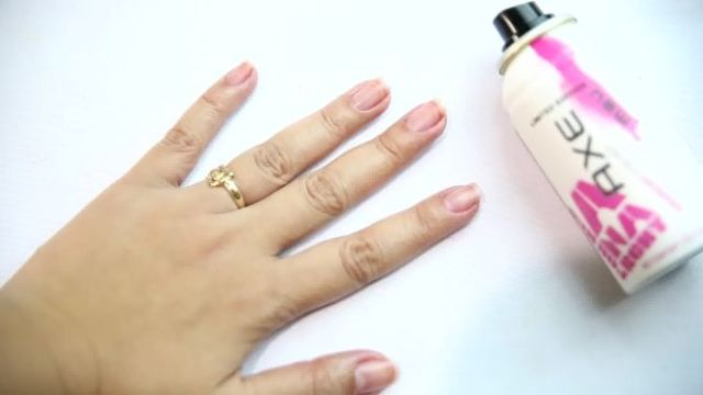 how to remove nail paint with deodorant