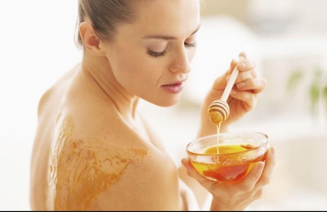 Honey Act As A Moisturizer
