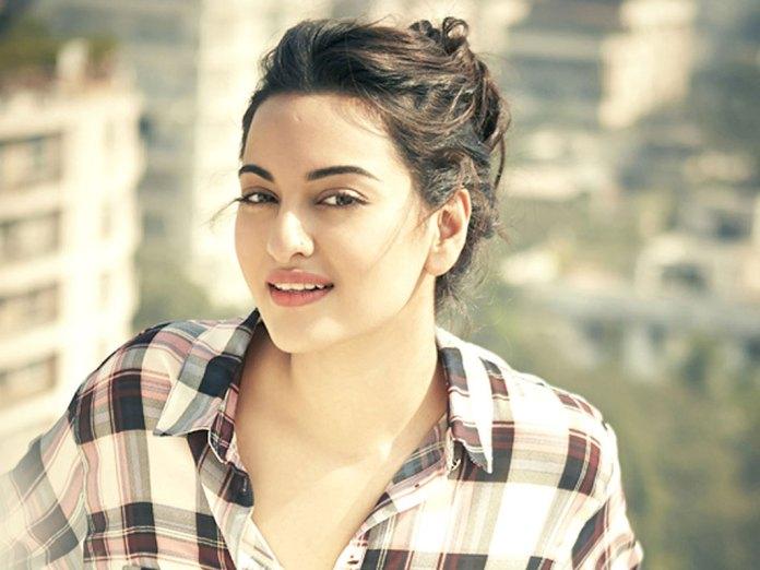 Sonakshi Sinha Beautiful Indian Girl Beautiful Girl Images