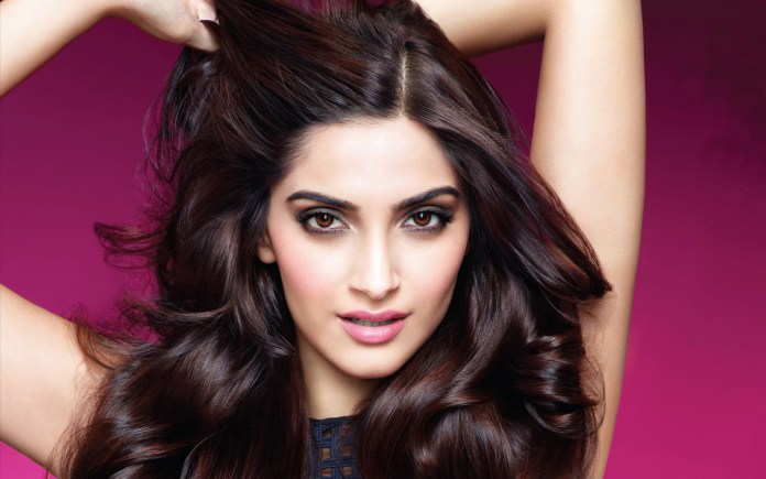 Sonam Kapoor Beautiful Girl From India Pretty Indian Girl