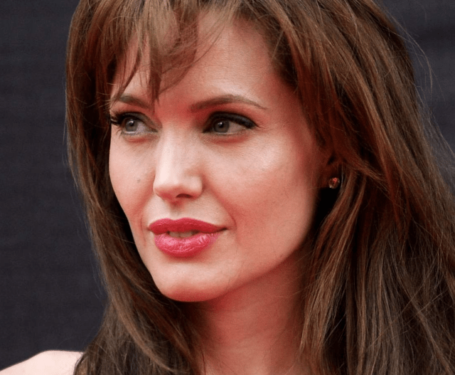 Natural Angelina Jolie beautiful without makeup
