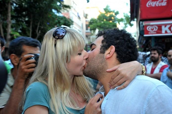prolonged kiss Best kiss Lip to Lip Lovers kiss