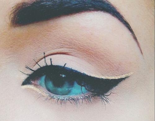 winged eye shadow