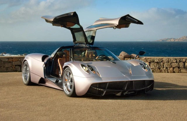 pagani-huayra-best-super-car-most-expensive-car-beautiful-cars-best-fast-cars