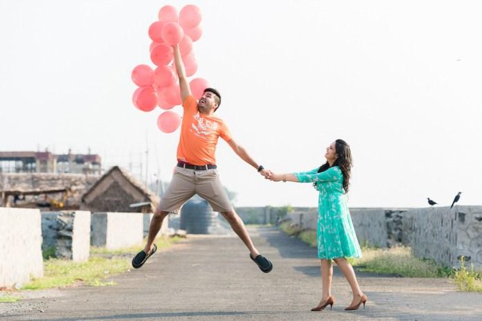 pre wedding shoot using balloons
