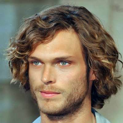 hairstyle idea for long curly hair