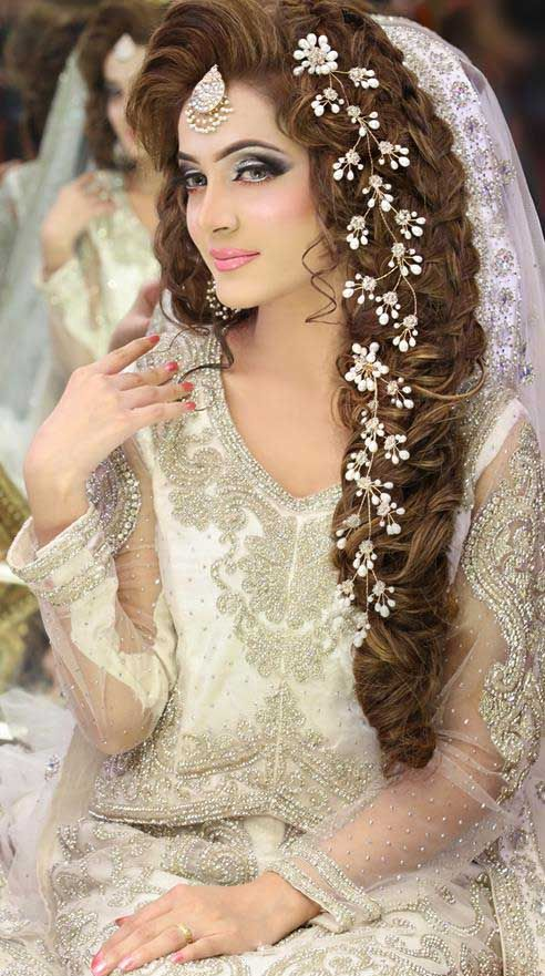 hairstyle on saree for wedding