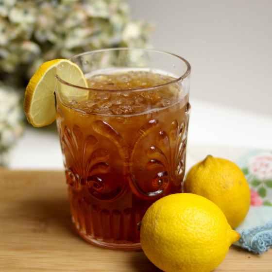 lemon iced tea with lemon fruits