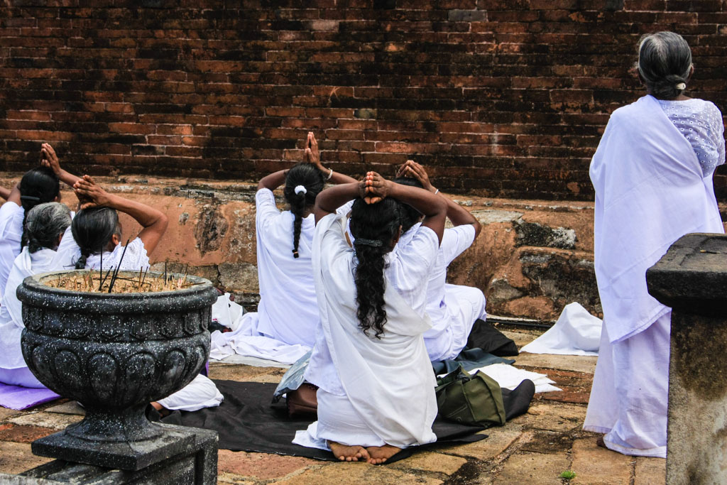 Women praying at Anuradhapura