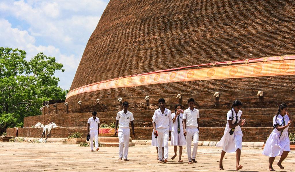 Schoolkids at Anuradhapura