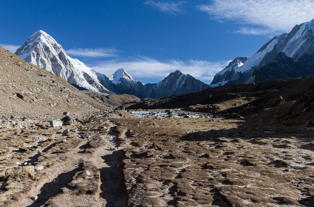 The trail leaving Lobuche