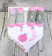 4 Piece Sock and Bib Set - Pink