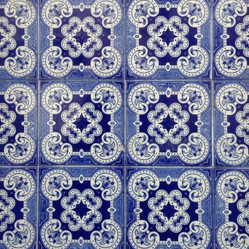 Pattern in Lisbon by @youneedacocktail