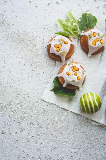 Cake au citron, mangue & fleur de surreau de Izy Hossack sur www.topwithcinnamon.com
