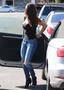 jessica-lowndes-in-ripped-jeans-out-in-los-angeles-10-21-2015_5