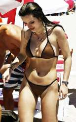 Bella-Thorne-and-Dani-Thorne--Hot-in-a-Bikini-on-the-beach-in-Miami-74