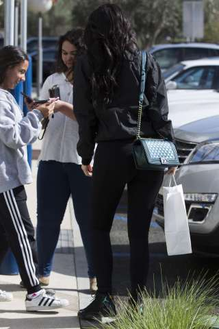 Kylie-Jenner-Booty-in-Tights--03
