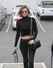 Miranda-Kerr-in-Skinny-Jeans--02