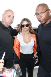 selena-gomez-at-lax-airport-in-los-angeles-04-07-2016_8
