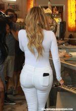 khloe-kardashian-shopping-in-west-hollywood-09-01-2015_39