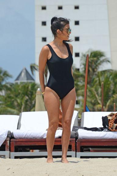 kourtney-kardashian-in-swimsuit-at-a-beach-in-miami-05-03-2016_5