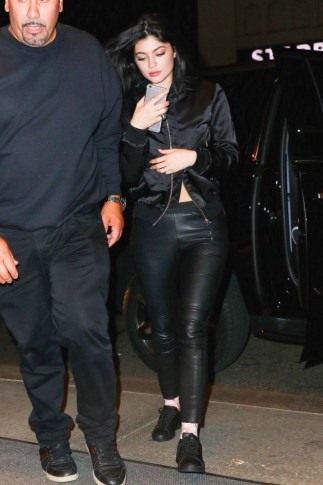 Kylie-Jenner-in-Leather--05-662x993
