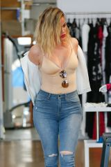 khloe-kardashian-shopping-in-los-angeles-06-08-2016_4