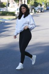 kylie-jenner-out-and-about-in-van-nuys-06-07-2016_3