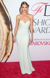 rosie-huntington-whiteley-at-cfda-fashion-awards-in-new-york-06-06-2016_11