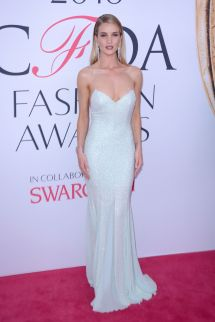 rosie-huntington-whiteley-at-cfda-fashion-awards-in-new-york-06-06-2016_15