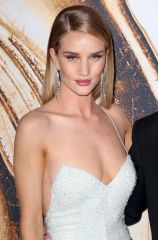 rosie-huntington-whiteley-at-cfda-fashion-awards-in-new-york-06-06-2016_8