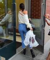 Kendall-Jenner--Arriving-at-Kanye-Wests-Apartment--02