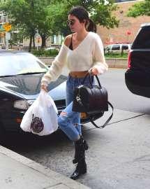 Kendall-Jenner--Arriving-at-Kanye-Wests-Apartment--03