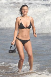 miranda-kerr-in-bikini-on-the-set-of-a-photoshoot-at-a-beach-in-malibu-07-18-2016_10