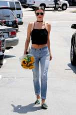 Miranda-Kerr-in-Jeans-at-Whole-Foods--05